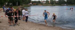 Sven Pollert kommt aus dem Wasser